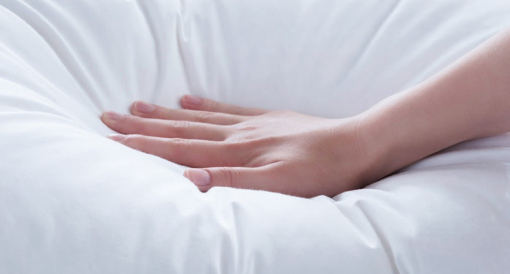 hand showing foam and spring mattresses comfort level